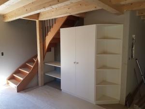 Escalier & armoire